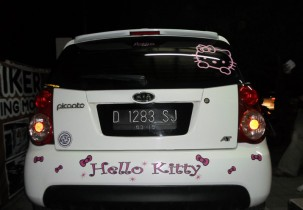 stiker mobil hello kitty