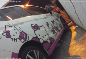 Branding hello kitty mobil honda
